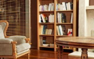 Bunter Blickfang: Mit Büchern Wände dekorieren