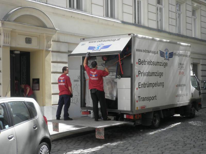 Übersiedlung in Wien von Profis